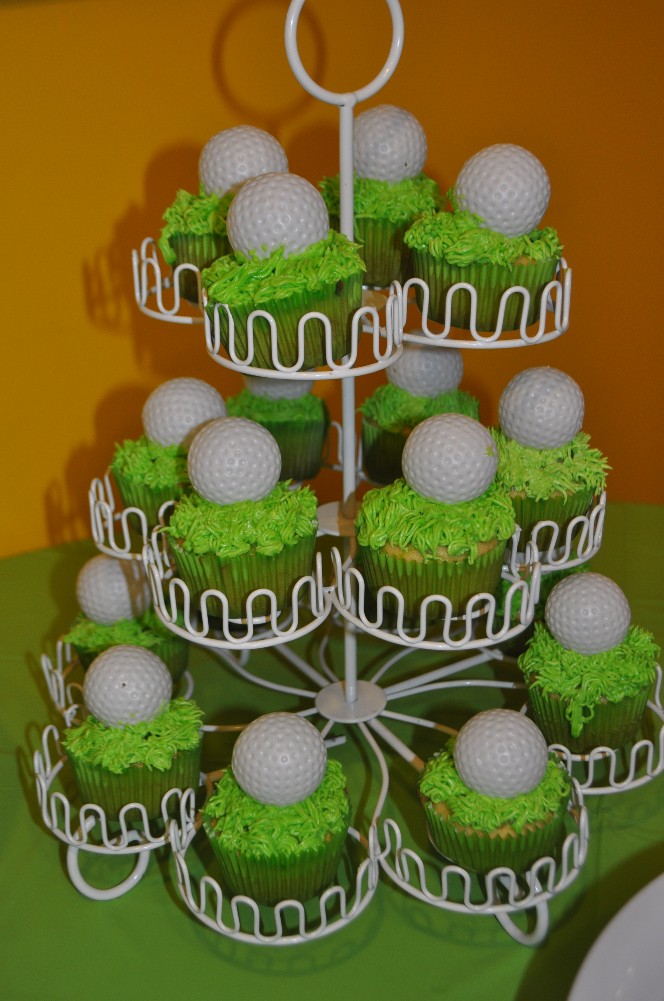 Wondrous Gus Golf Themed 2Nd Birthday Party Home Interior And Landscaping Pimpapssignezvosmurscom